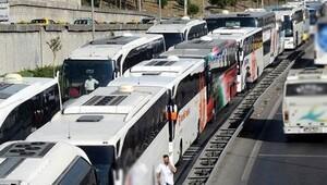 Bayram dönüşü yoğunluğu, yolcuları da şoförleri de çileden çıkardı