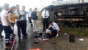 Ambulans devrildi, sağlık memuru öldü