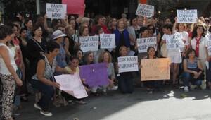 İzmirli kadınlardan tekmeli saldırıya kınama