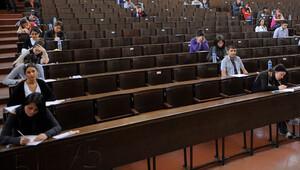 Üniversiteyi kazanan öğrencilere laptop