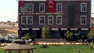 İdil Belediyesi'ne kayyum atandı, Türk bayrakları asıldı