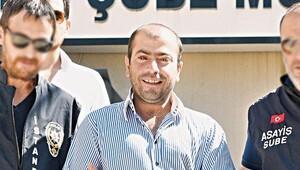 MHP'den şort giyen hemşireye saldırıya pankartlı tepki