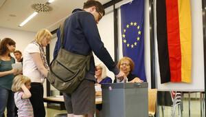 Göçmen karşıtı partinin oyları hâlâ yükseliyor