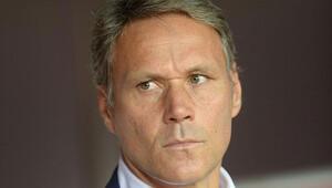 FIFA'dan Van Basten'e kritik görev