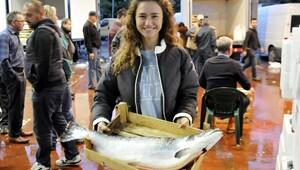 İki üniversite mezunu Gülşah, balık halinde kabzımallık yapıyor