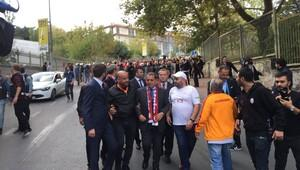 Dursun Özbek taraftarlarla birlikte yürüdü