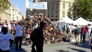 Paris'te mayınlara karşı ayakkabı piramidi