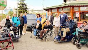 Bağış için Almanya'dan giden engelli arabasına yasal engel