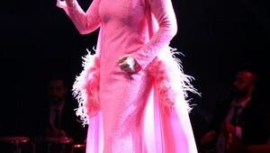 Seda Sayan ve Aynur Aydın Expo 2016da konser verdi