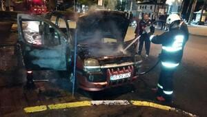Hafif ticari araç yandı