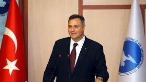 TÜBİTAK Başkanı Ergin, Van'da sıvı amonyum nitratı ve güneş enerjili hucum yeleğini inceledi