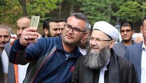Cübbeli Ahmet Hoca türbe ziyaretinde