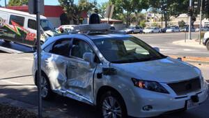 Google'ın sürücüsüz aracına çarptılar