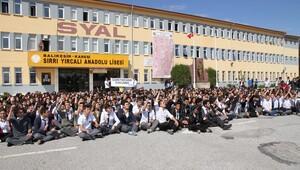 Proje okulda 'Öğretmenime dokunma' protestosu