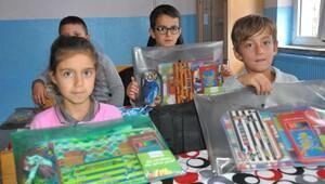 Soma'da 320 öğrenciye kırtasiye malzemesi yardımı