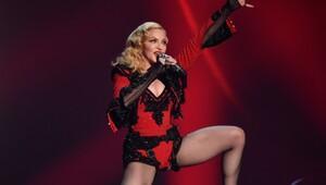 Madonna, Clinton için soyundu