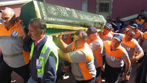 Beton mikserinin ezdiği temizlik işçisi son yolculuğuna uğurlandı