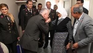 Jandarmadan 2 torunu şehit olan 91 yaşındaki Emine Nine'ye duygulandıran ziyaret