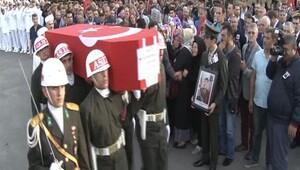Şemdinli şehidi Ertan Bayraktar Pendik'te son yolculuğuna uğurlandı
