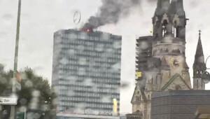 Berlin'in en yüksek binalarından Europacenterde yangın çıktı