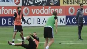 Beşiktaşta Caner ve Cenk tartıştı