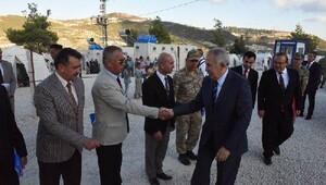 Hatay Valisi Ata: Sınırdaki duvarın 77 kilometresi tamamlandı
