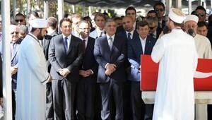 fotoğraflar // Eski Maliye Bakanı Kemal Unakıtan toprağa verildi