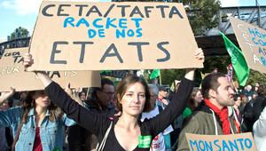 Paris'te yaklaşık 2 bin kişi TTİP ve CETA'yı protesto etti
