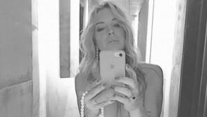 Lindsay Lohandan çıplak selfie