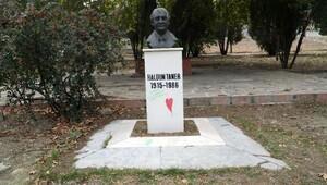 Haldun Taner'in büstü ve kaidesi ilgisizlik kurbanı