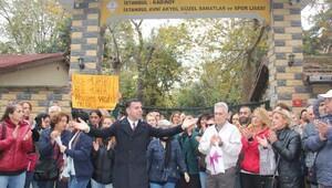 Güzel Sanatlar Lisesi önünde proje okul protestosu