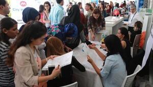 Mersinde binlerce işsiz genç ve öğrenciler İş ve Kariyer Fuarına akın etti