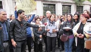 İstanbul Erkek Lisesi önünde lokumlu eylem