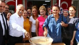 Başkan Karabağ aşure kardı