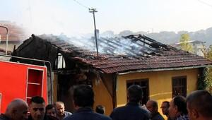 Karabükte tek katlı ev yangında hasar gördü