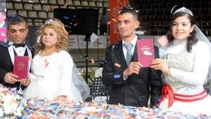 Gaziantepte 300 çift toplu nikahla evlendi