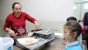 Okulun 'gönüllü annesi'