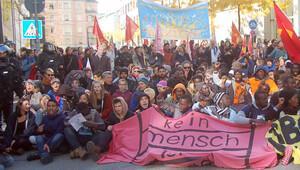 Münih'te binlerce kişi yeni Uyum Yasası'nı protesto etti