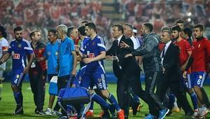 Göztepe - Eskişehirspor maçında olay Alpay Özalan takımını sahadan çekti