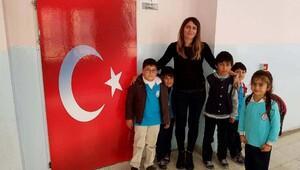 Sınıf kapısını Türk bayrağıyla kaplattı