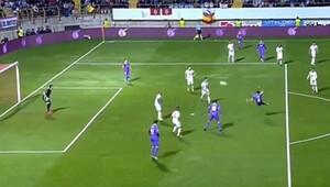 Real Madridli futbolcu yılın golünü attı Gözler Ronaldoya çevrildi...