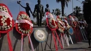 Kuşadasında 29 Ekimde Atatürk Anıtına çelenk sunuldu