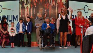 Pınar Altuğ 29 Ekimde çocuklarla podyumda