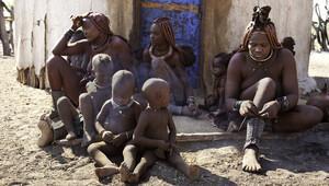 Bu kabilede kadınlar çıplak gezmek zorunda