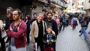 Karşıyaka'da Yılmaz Özdil izdihamı