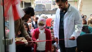 Nusaybinde kanser hastası çocuk eczane açılışı yaptı