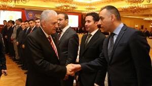 Başbakan Yıldırım, KHK ile görevlendirilen belediye başkan vekilleri ile değerlendirme toplantısı yaptı