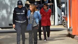 Adanada roketatar ve mühimmatlarıyla yakalanan şüpheliler ilk duruşmaya çıktı