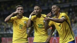 Neymar, Messiye acımadı
