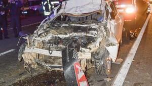 Kırmızı ışıkta bekleyen TIRa otomobil çarptı: 1 ölü